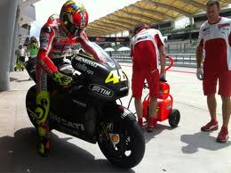 Valentino Rossi starts the Ducati GP12 at Sepang Testing - Listen to that exhaust note